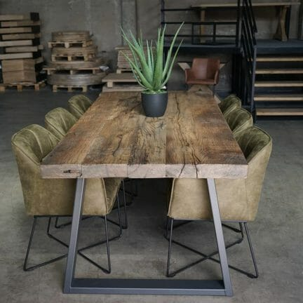 Esstisch Castle G Keine andere Tischplatte ist so individuell wie unsere Tischplatten aus Altholz.