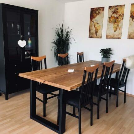 Loft B ohne Fase Pure geölt. Eine Esstisch sollte immer für sich als Möbel wirken. Diese massive Tischplatte ist genau das richtige hierfür.