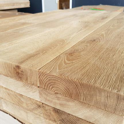 Loft G mit Fase Durch einen ständigen, großen Vorrat an Massivholzplatten aus Eiche können Sie sich Ihre ganz persönliche Platte aussuchen