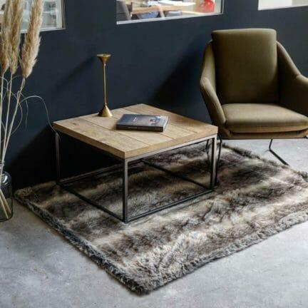 Loft G mit Fase Massive Tischplatten aus Eiche. Kein anderes Material bringt so viel Wertigkeit und Wärme in ein Interieur.