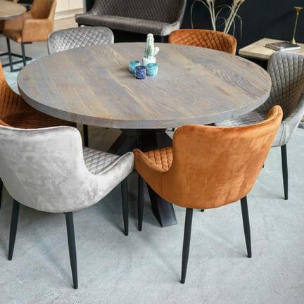 Rund G Slate Grey geölt Eine runde Tischplatte bietet wie keine andere Form die Möglichkeit in gemeinsamer Runde zu Kommunizieren_