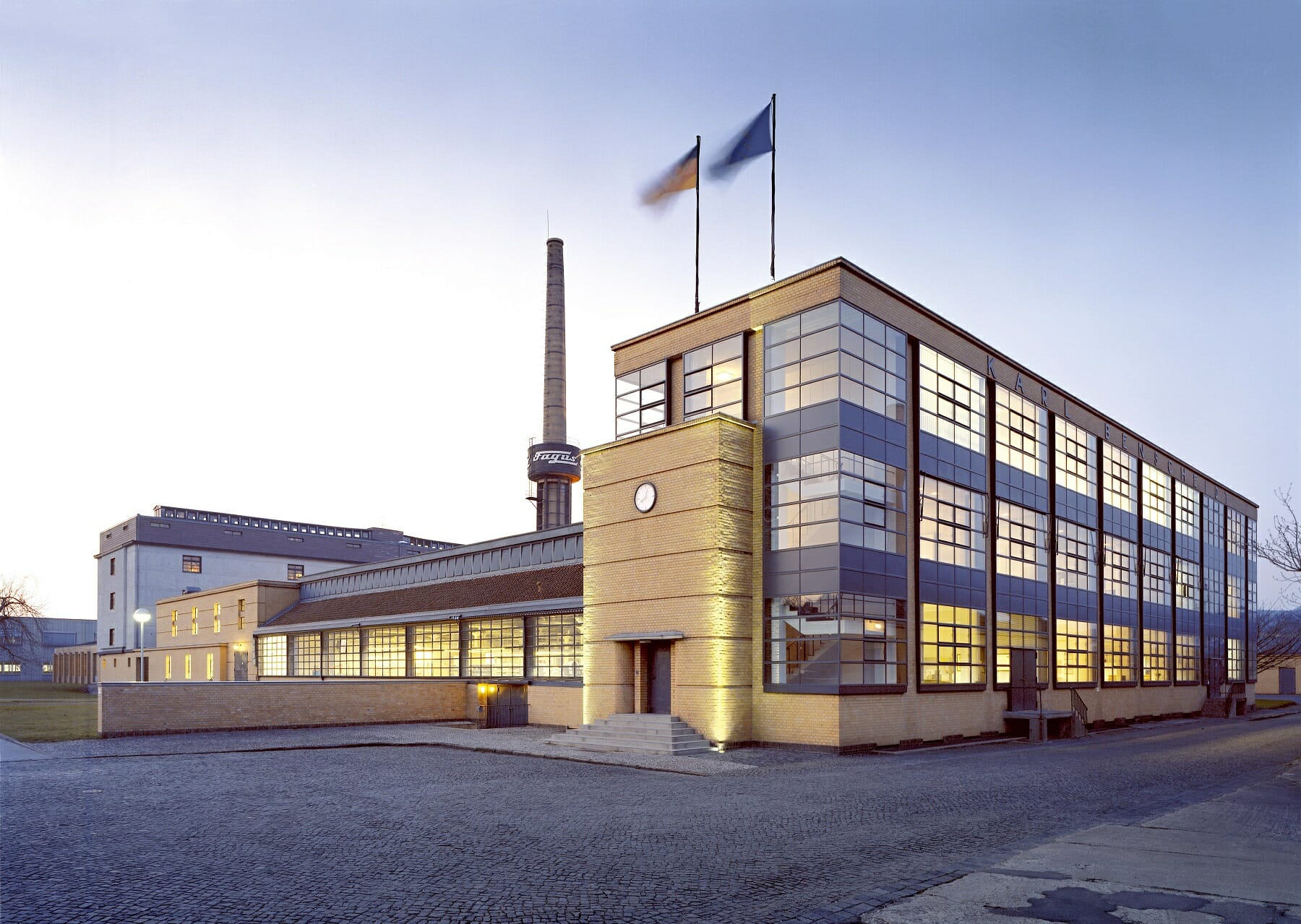 fagus_factory_front_view-klein
